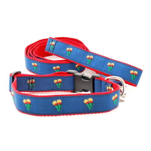 Tulip on Blue (Leashes)