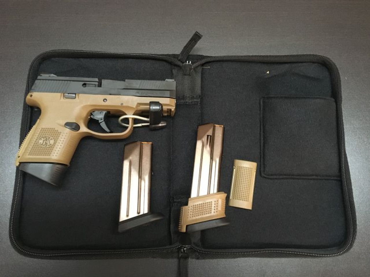 FN America FNS-9c Compact FDE 9mm Pistol with 3 magazines and an FNH-USA Logo Soft Case