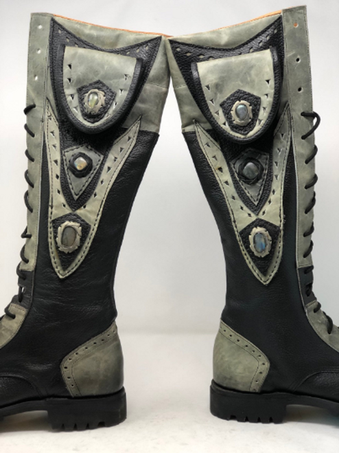 Women's Tall Gunslinger boots Black and Gray close up