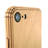Toast wood iPhone SE (2nd gen) cover in maple, camera detail.