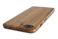 iPhone 8 Plus cover in walnut, detail photo.