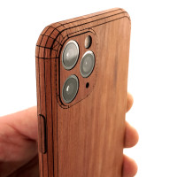 Toast iPhone 11 Prowood cover in lyptus, detail.
