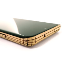Samsung S20 with wood Toast cover in maple, detail.