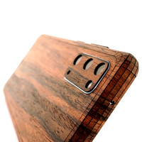 Samsung S20 with wood Toast cover in lyptus.