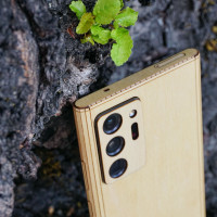 Toast cover for Samsung Note20 Ultra in maple, detail.