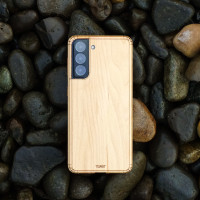Maple wood cover for Samsung Galaxy S21 phone, lifestyle.