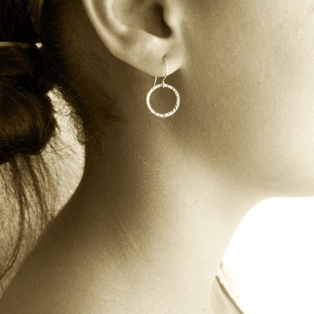 Model wearing same size, but older style earwire