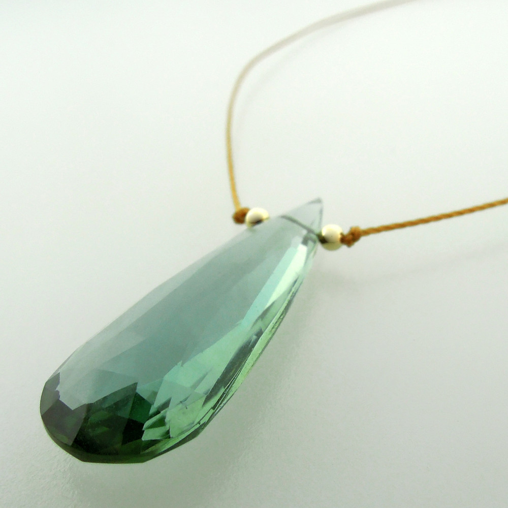 solo elongated teardrop - indicolite quartz 9c