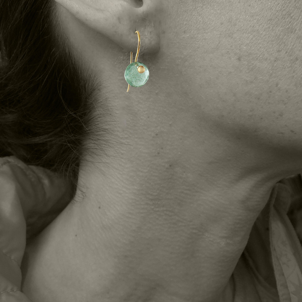 MODEL WEARING MOSS AQUAMARINE _ FOR SIZE REFERENCE
