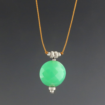 luxe coin - chrysoprase 12mm stardust