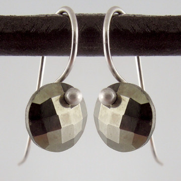 solo cutie pie - pyrite 8mm ER