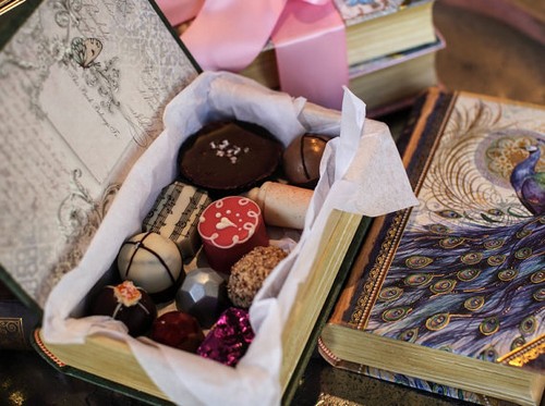 Chocolate Vintage Gift Box Book - 14 handcrafted Artisan Truffles
