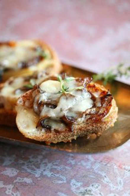 Crostini with White Cheddar, Apples and Onion - (Free Recipe below)