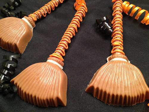 Halloween Witches Broom Pretzel Rods - 1 Dozen (salted caramel, chocolate/vanilla)