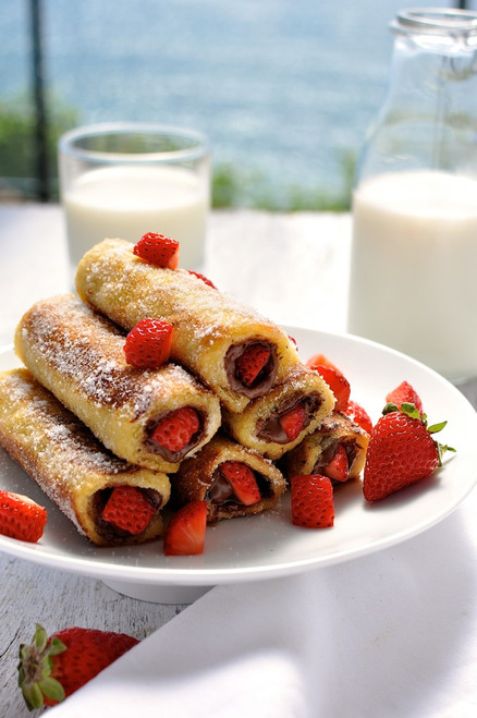 STRAWBERRY NUTELLA FRENCH TOAST ROLL UPS - (Free Recipe below)