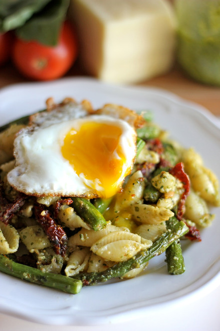 Pesto Pasta with Sun Dried Tomatoes and Roasted Asparagus - (Free Recipe below)