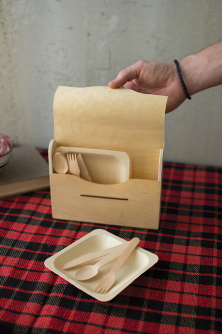 PICNIC SET IN WOODEN BOX