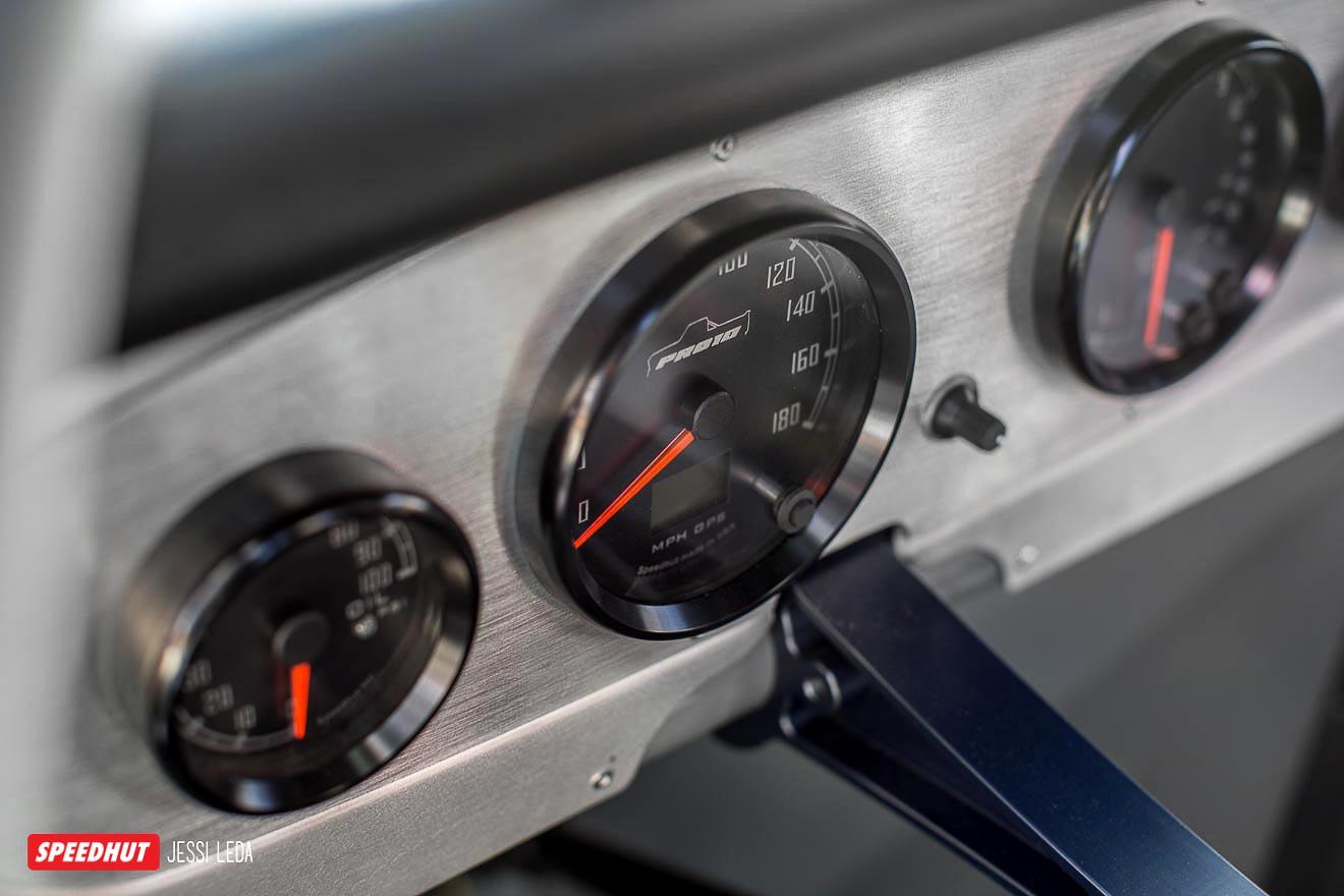 C10 Speedhut gauges