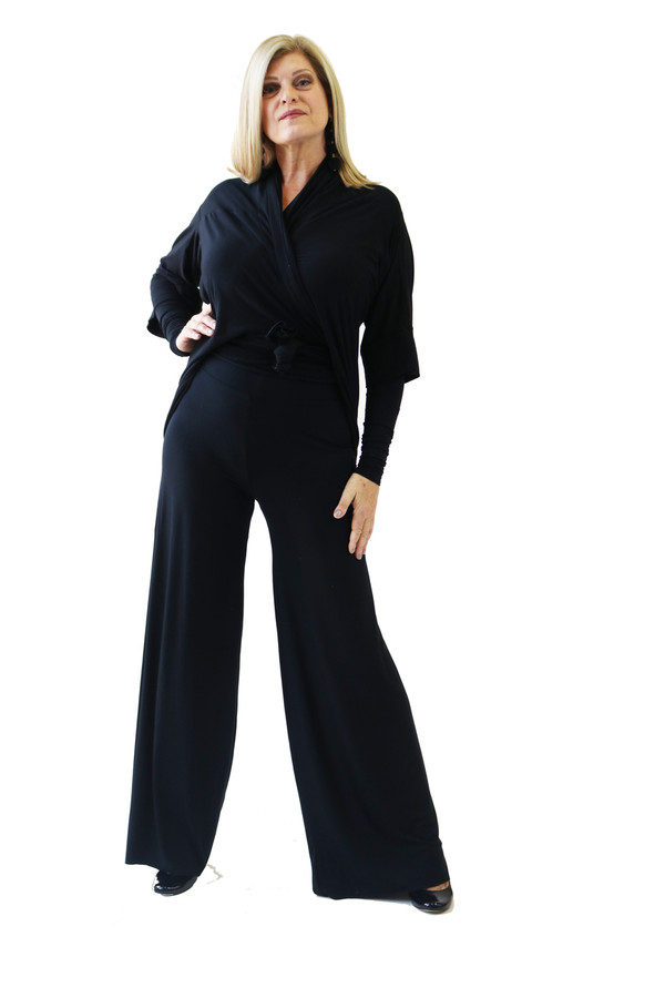 Nice wide bamboo leg that is comfortable with wide waist band. Worn with the wrap jacket and arm gloves. Classic look for the stage.
