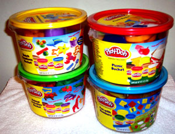 Play-doh Bucket Asst: 4PK (MSRP:$10.99 / Now $5.50)