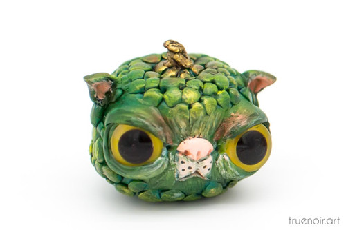 The Catkin – Cat Monster Pumpkin by Oksana Ossipov. Polymer clay figurine, 1.5 inch. Front view.