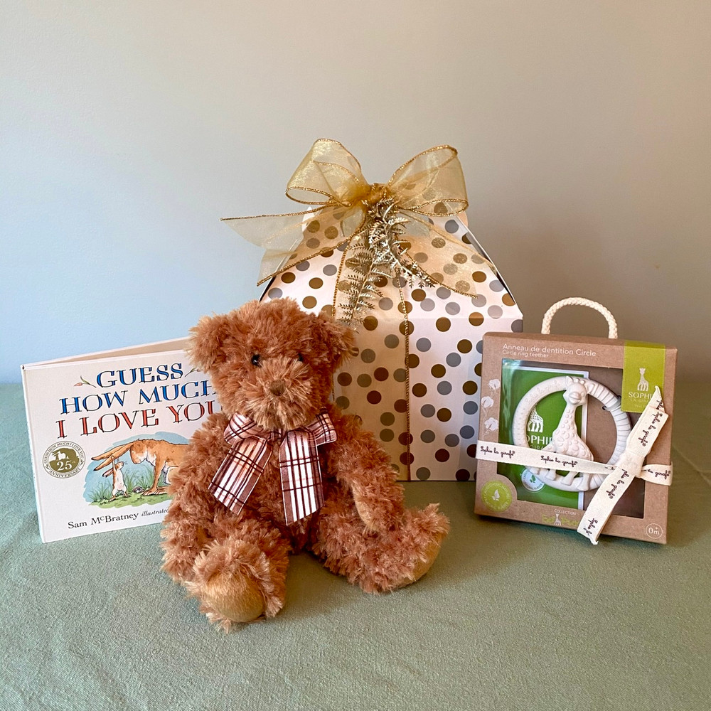 When a small but perfectly formed gift is needed, this Little Box for Baby- Classic Teddy is absolutely perfect! Suitable for Baby boys and Baby girls, it features 3 very high quality items!