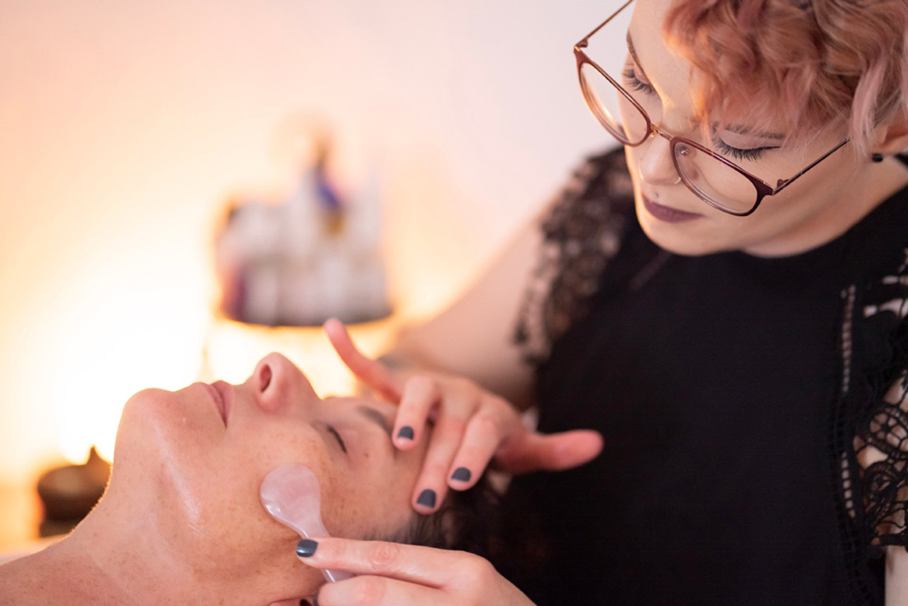 Holistic Facial Beauty Benefits – 10 reasons you need natural facial treatment and skin care from a professional holistic esthetician to keep skin beautiful right now