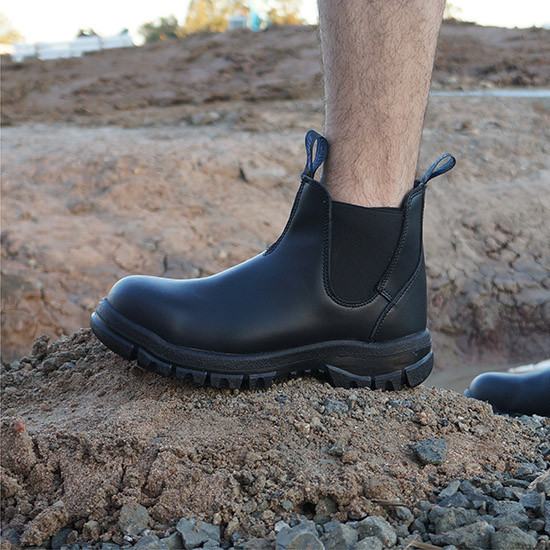 Classic pull on steel toe work boot black construction