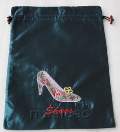 high-heel shoe pattern dark green silk embroidery shoes bag pouch T674A6E3