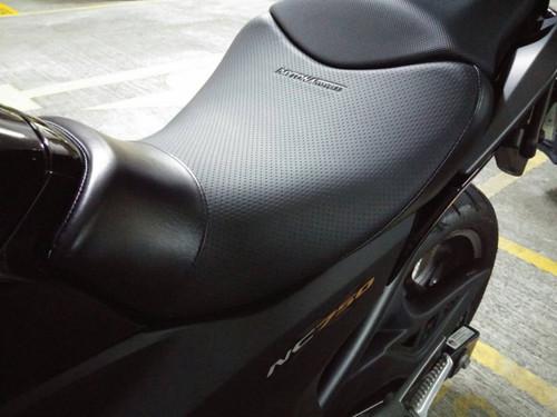 Daytona Cozy Seat (Motorcycle Seat), Dimple Mesh Pattern, Black, Honda CBR250R