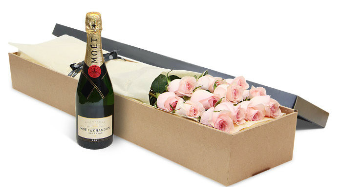 12 Pink Roses with Moet