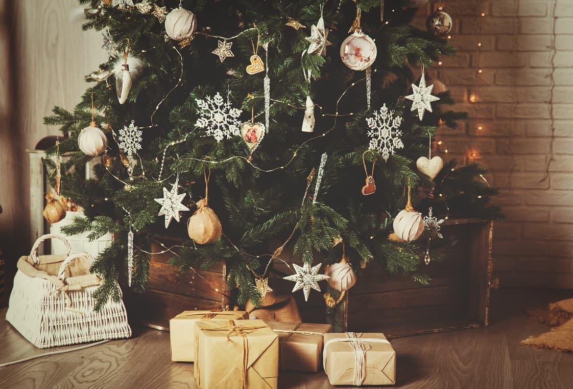 decorated-tree-christmas-min.jpg