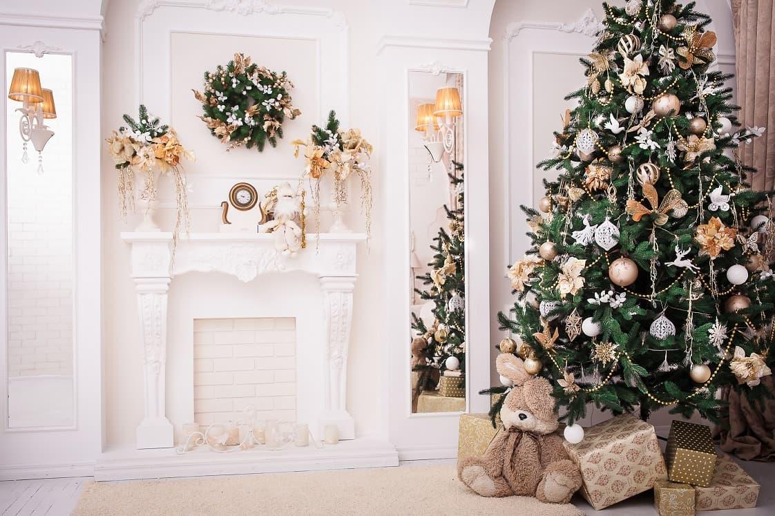 luxury-decorated-tree-min.jpg