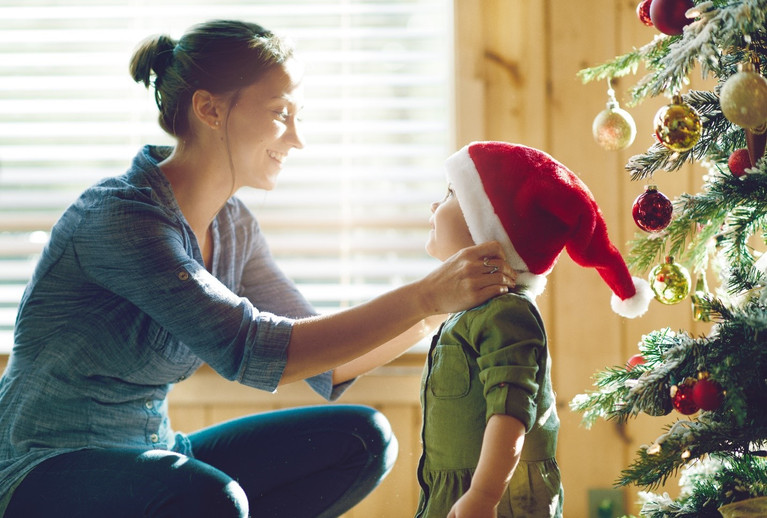 8 TIPS TO KEEP A HEALTHY MINDSET AND AVOID STRESS THIS HOLIDAY SEASON