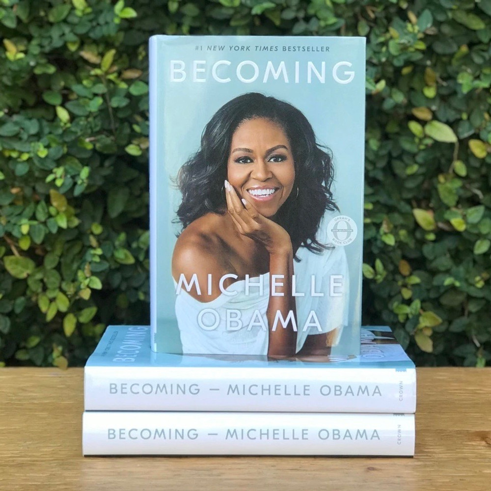 In her memoir, a work of deep reflection and mesmerizing storytelling, Michelle Obama invites readers into her world, chronicling the experiences that have shaped her—from her childhood on the South Side of Chicago to her years as an executive balancing the demands of motherhood and work, to her time spent at the world's most famous address.