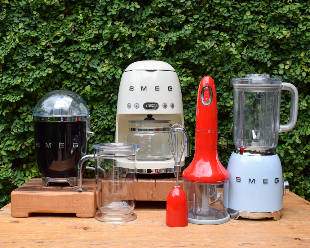 Smeg's aesthetic has become iconic, a retro 50's feel with high quality Italian  craftsmanship.  This ergonomically designed hand blender makes it easy to hold, even when you're mashing and chopping.  The plastic body is available in multiple colors with a variable speed knob, including turbo speed and a wide range of stainless steel accessories.