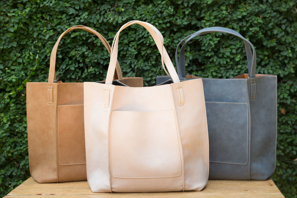 Tan, Blush, and Steel   Our Shiraleah Blair Tote is a bag with great versatility and style. Elegantly made from vegan leather, the Blair tote is fun, practical, and eco-friendly.