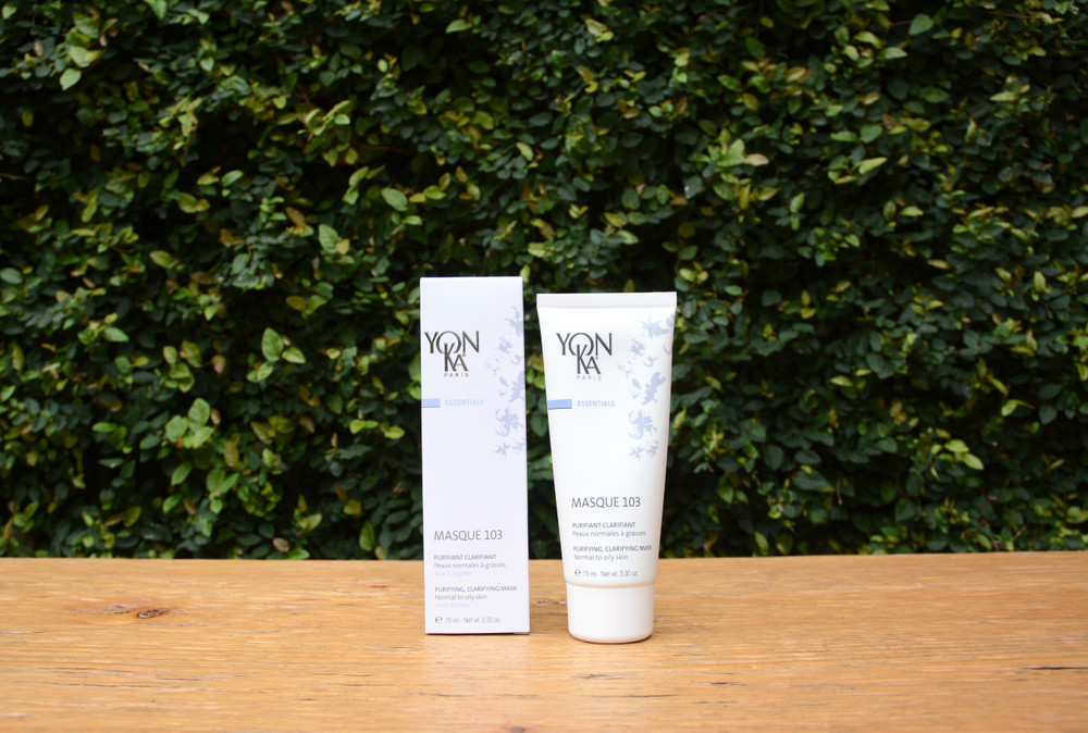 This clarifying masks is designed for normal to oily skin and works to absorb excess moisture when applied. The triple clay mask has an earthy green color and a spa like fragrance that will leave you feeling relaxed, rejuvenated and your skin glowing!