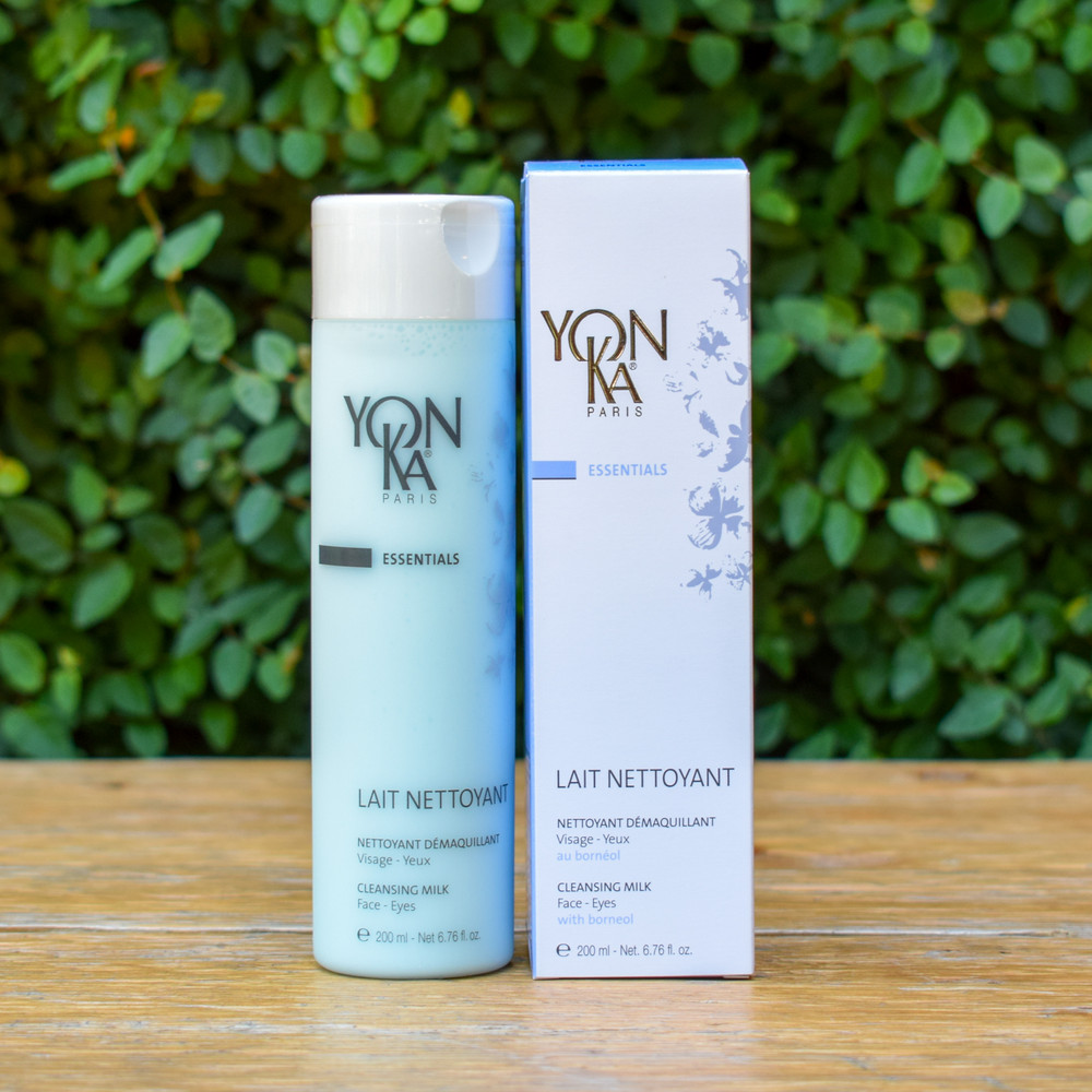 The ultra rich make-up removing milk is the perfect cleanser for all skin types. Powerful enough to remove eye and face makeup, and delicate enough to enrich and hydrate leaving you feeling refreshed. Great for dry and dehydrated skin as well as mature skin types.