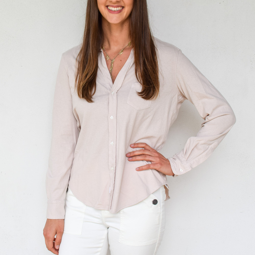 The perfect mix of styles to dress up or down, and be cozy either way. The Frank & Eileen favorite, Eileen in their ultra soft Tee Lab vintage jersey fabric. The Eileen is relaxed in style with a perfectly tailored boyfriend's shirt look, so you can give his back now.