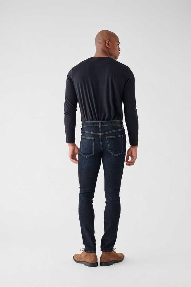 Lakeside   DL1961 is known for their comfort and supreme quality. The Nick Slim Jean is no different, made of only the highest quality fabrics these will be your favorite jeans you'll never want to take off. A true slim fit with a leg that is lean through the thigh and tapered toward the ankle.