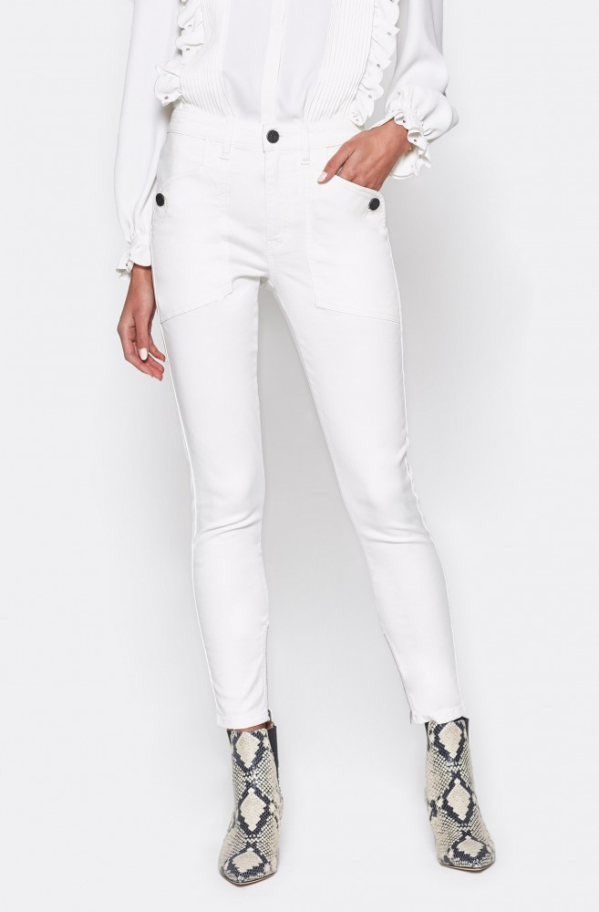 These skinny cropped pants will be your favorite summer white! Statement front and back pockets and ankle zippers are just a few of the details on these sleek pants. Made with a flattering amount of stretch you'll never want to take them off.