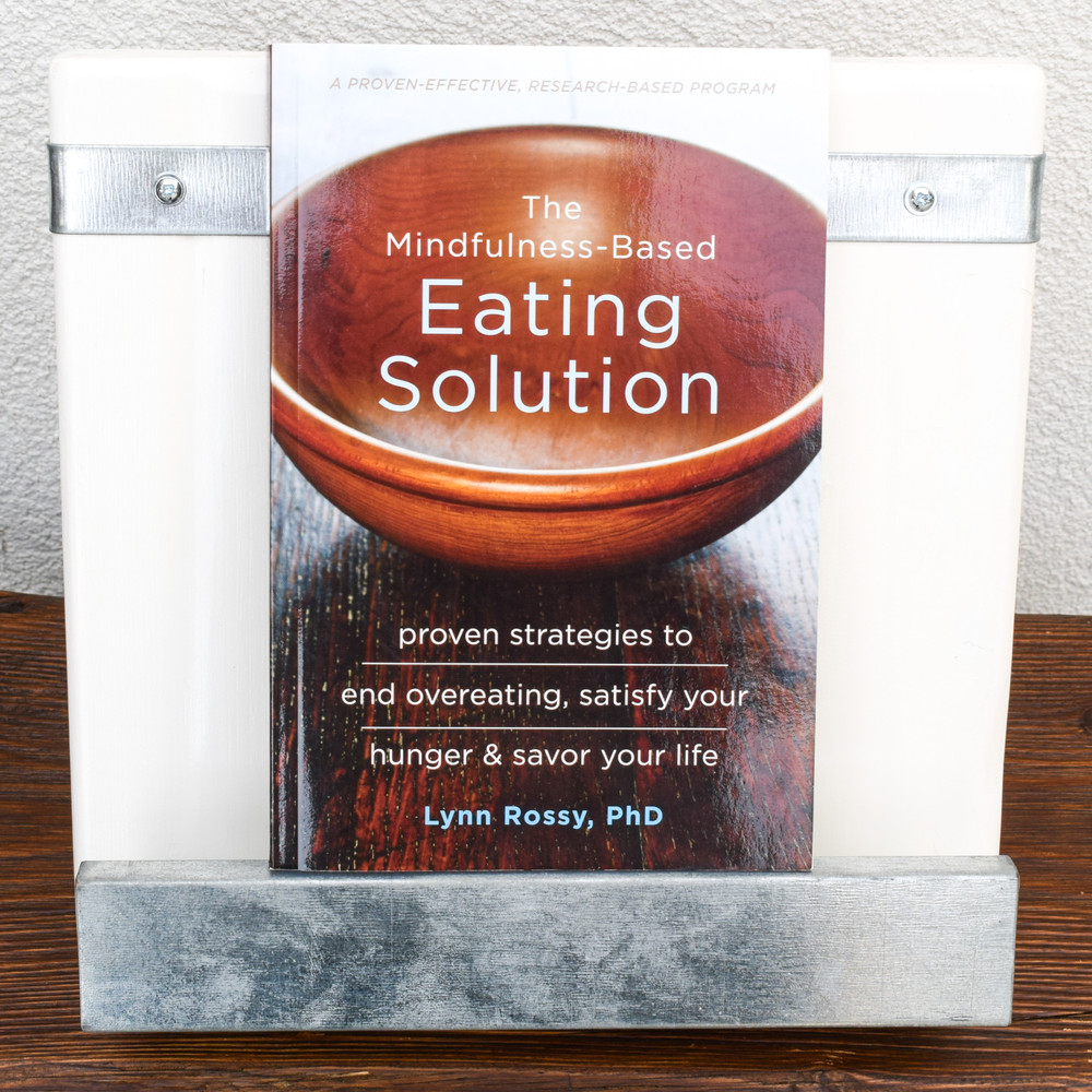 What are you really hungry for? Is it food, happiness, or something else? In this unique book, mindfulness expert Lynn Rossy offers a proven-effective, whole-body approach to help you discover the real reasons why you're overeating.