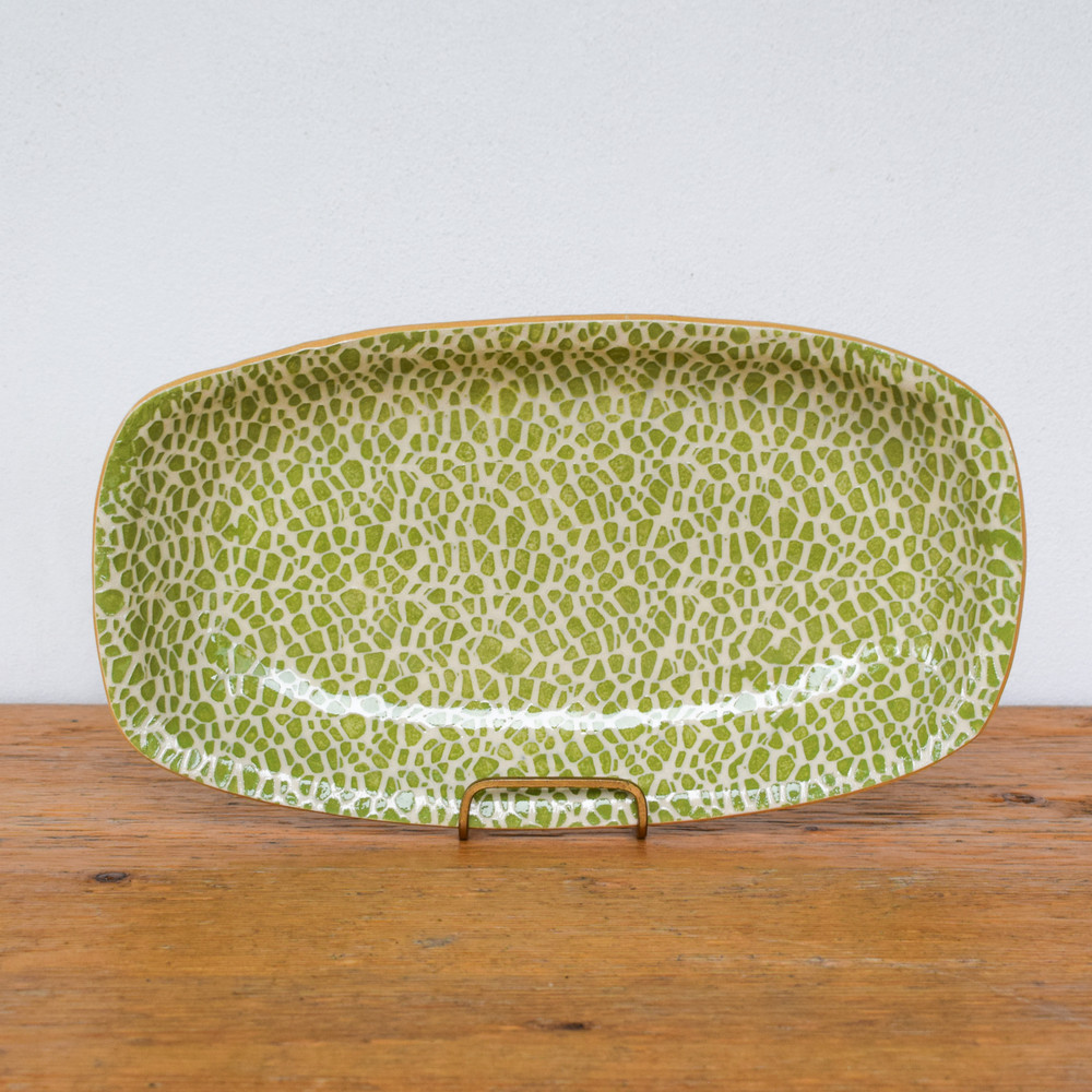 The Large Oblong Tray is a great serving piece for any dish, it has the perfect amount of depth to hold everything together and prevent sloshes and spills.