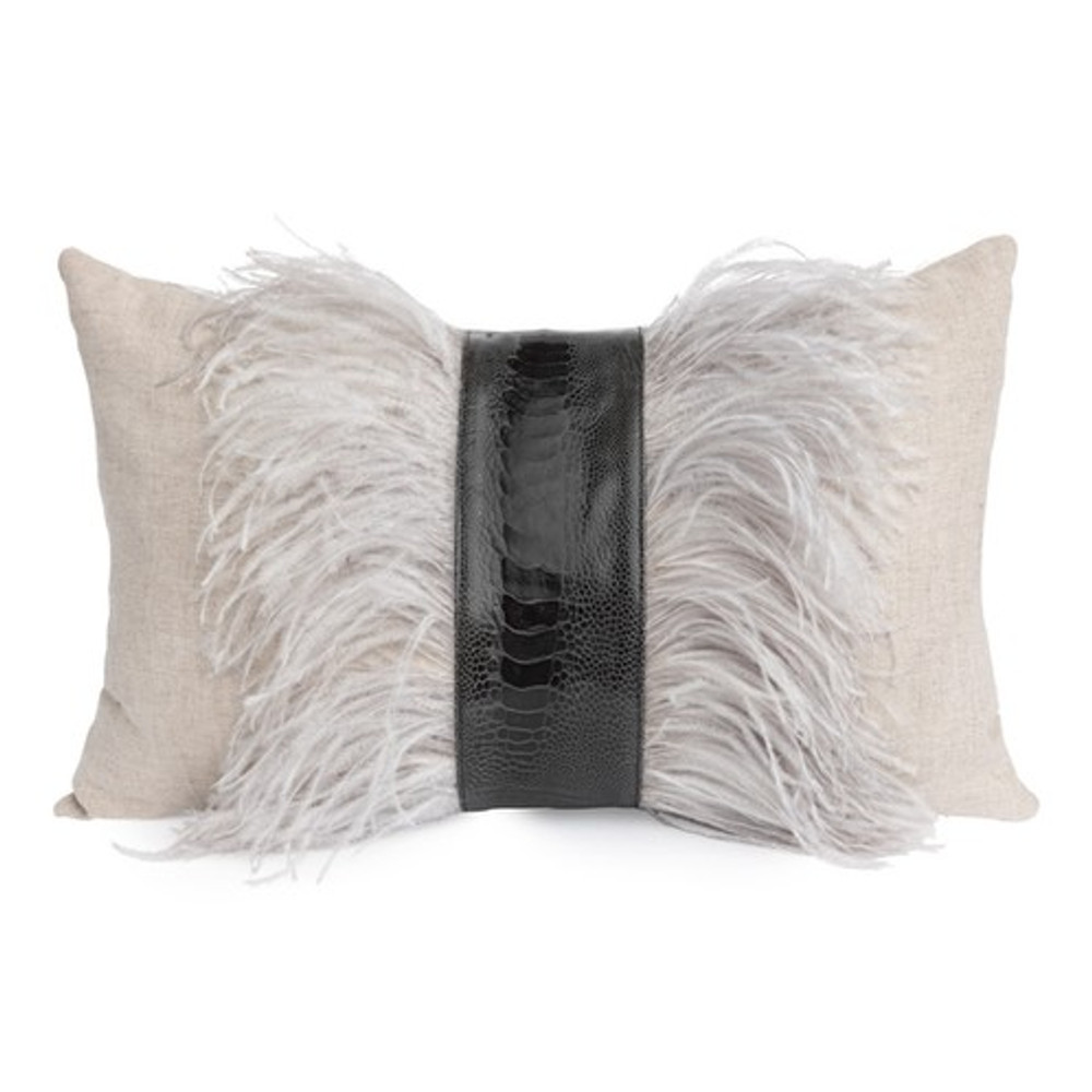 A stunning lumbar pillow that has the perfect combination of texture and subtle neutrals. This linen pillow is hand stitched in South Africa and offers the perfect finishing touch for any space.
