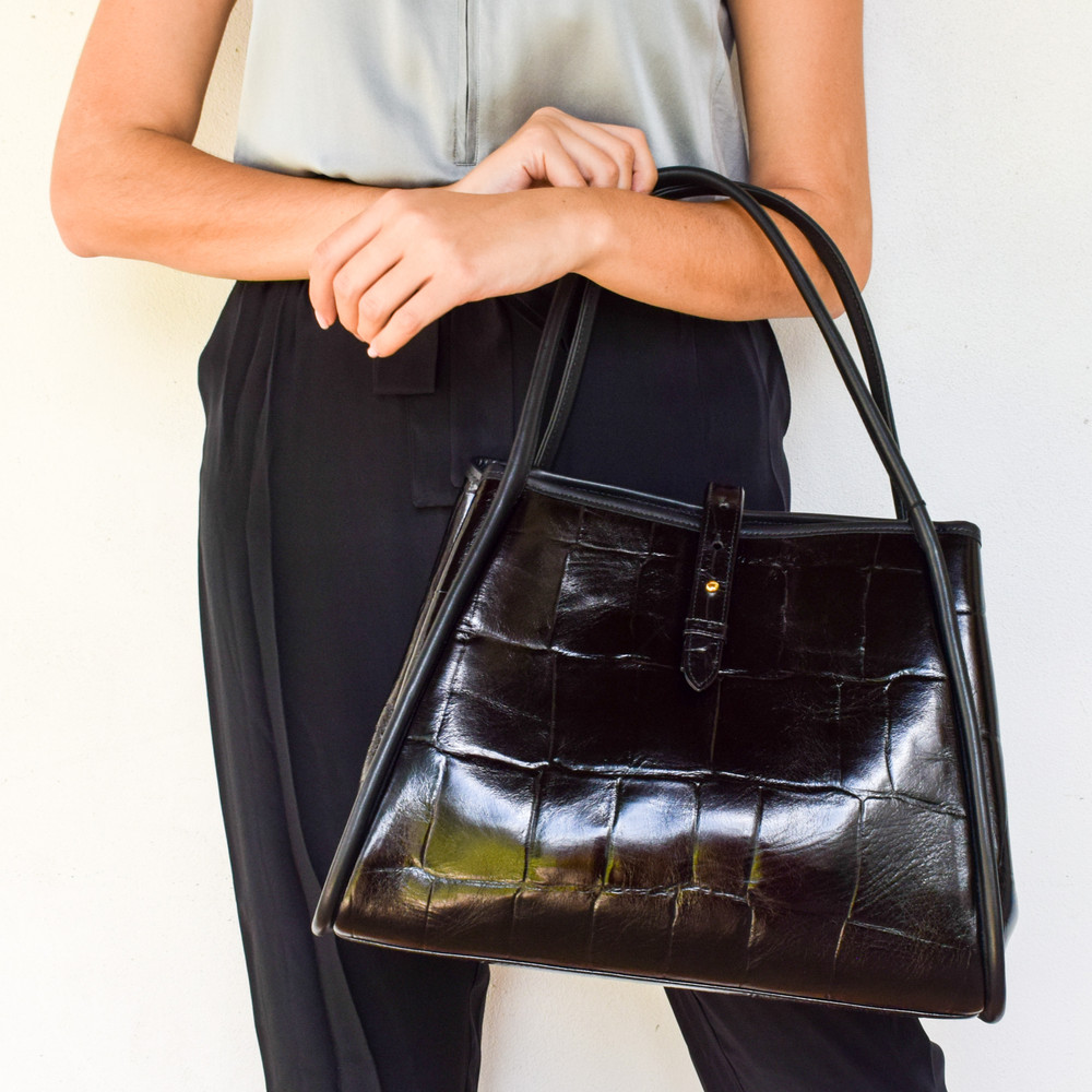 Elegant and functional, the Edie Tote has it all! Carry with the gussets out for an oversized look and easily carry your laptop! Button the gussets and have a more classic silhouette!
