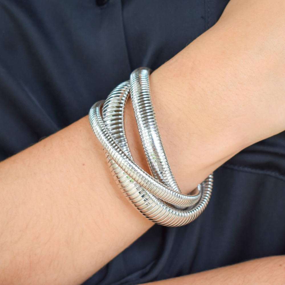 Add a splash of glamour to any outfit! The Cobra Bracelet easily gives a lot of look with one bracelet, available in three finish options, you'll find yourself wearing it everyday!