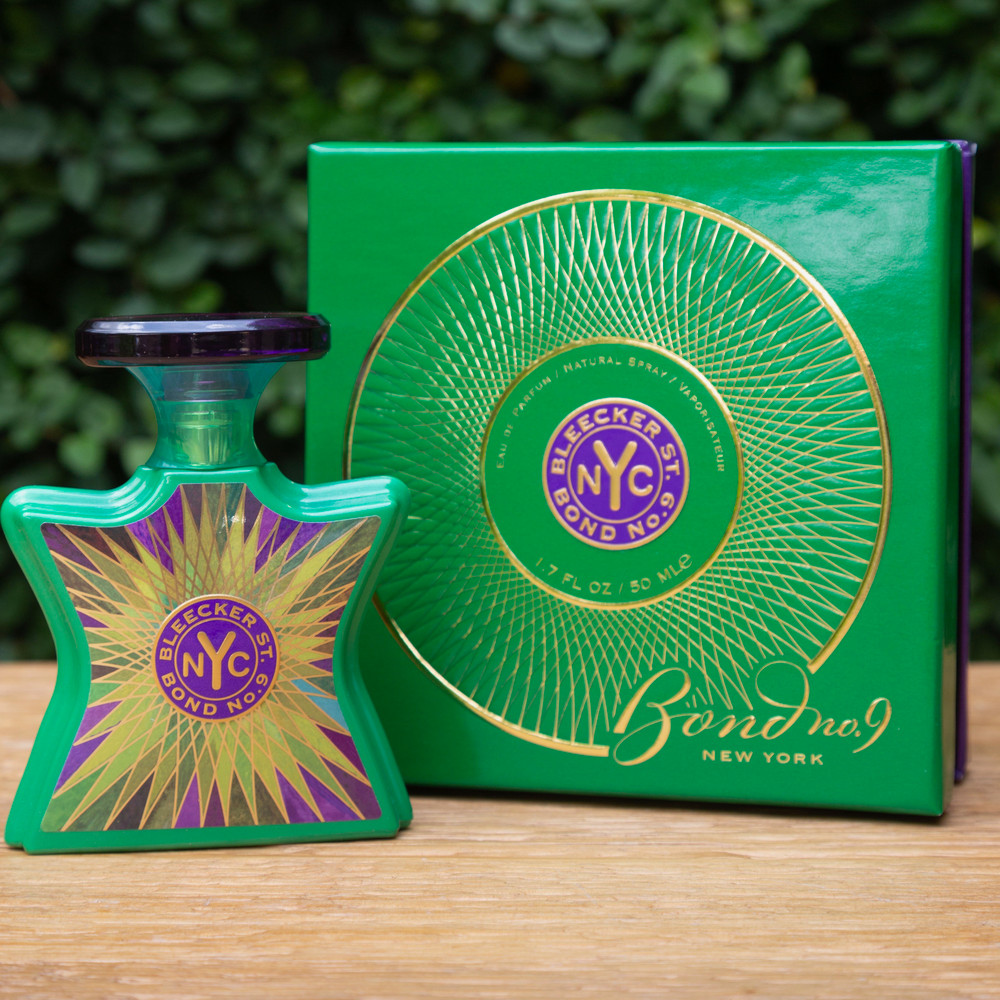 This woodsy gourmand oriental captures the spirit of the West Village with a blend of seductive, indulgently sweet notes.