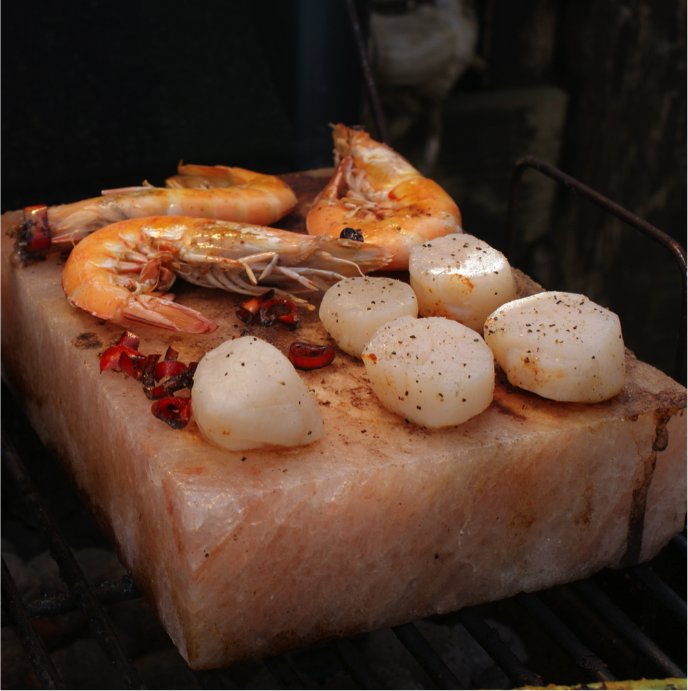 It's time to step up your barbecue game! This Himalayan salt will taking your grilling to the next level, the salt block retains heat and adds a unique and rich flavor to all your grilling favorites!