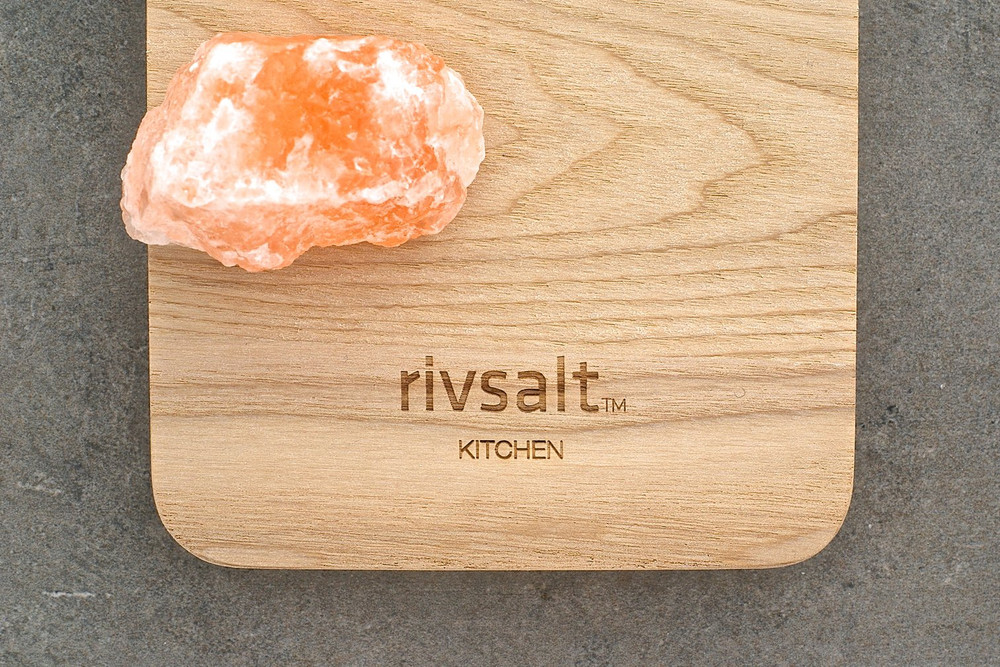 A unique gastronomic experience is brought to you with the Himalayan Rock Gift Set. The beautiful presentation allows you to easily shave fresh salt on to all of your favorite dishes!
